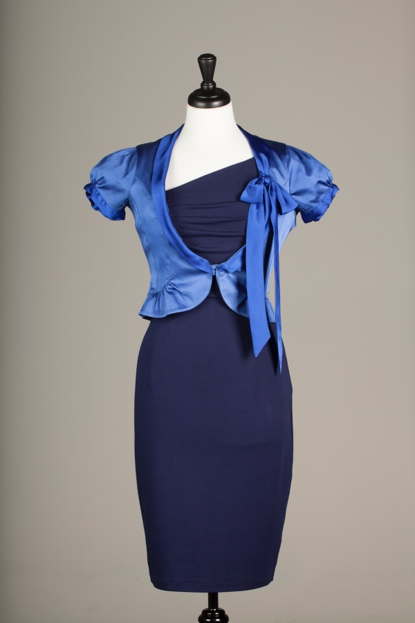 A pussy bow jacket in blue on a mannequinn
